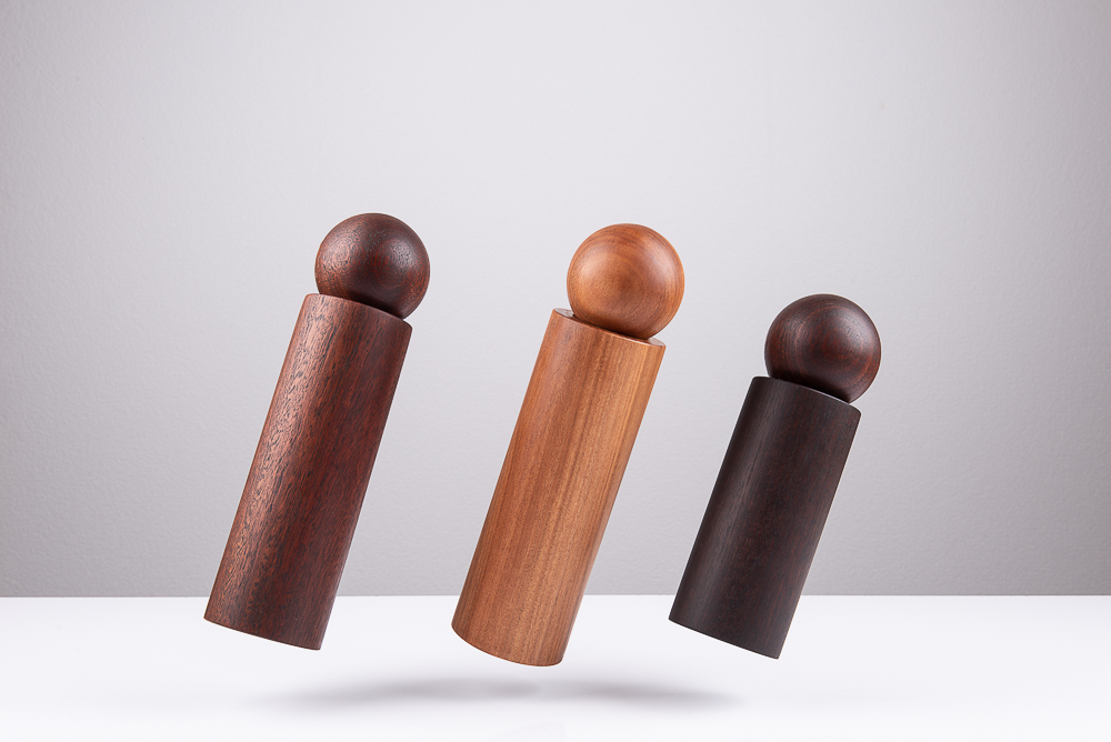 Dancing salt and pepper mills